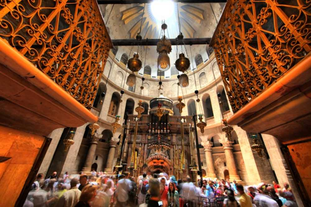 atr-olc-crd-church-of-the-holy-sepulchre-inside-noam-chen-1